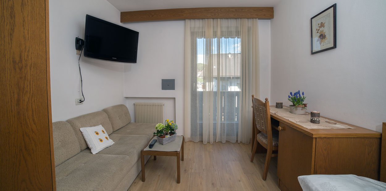 hotel-garni-savoy-single-room-02