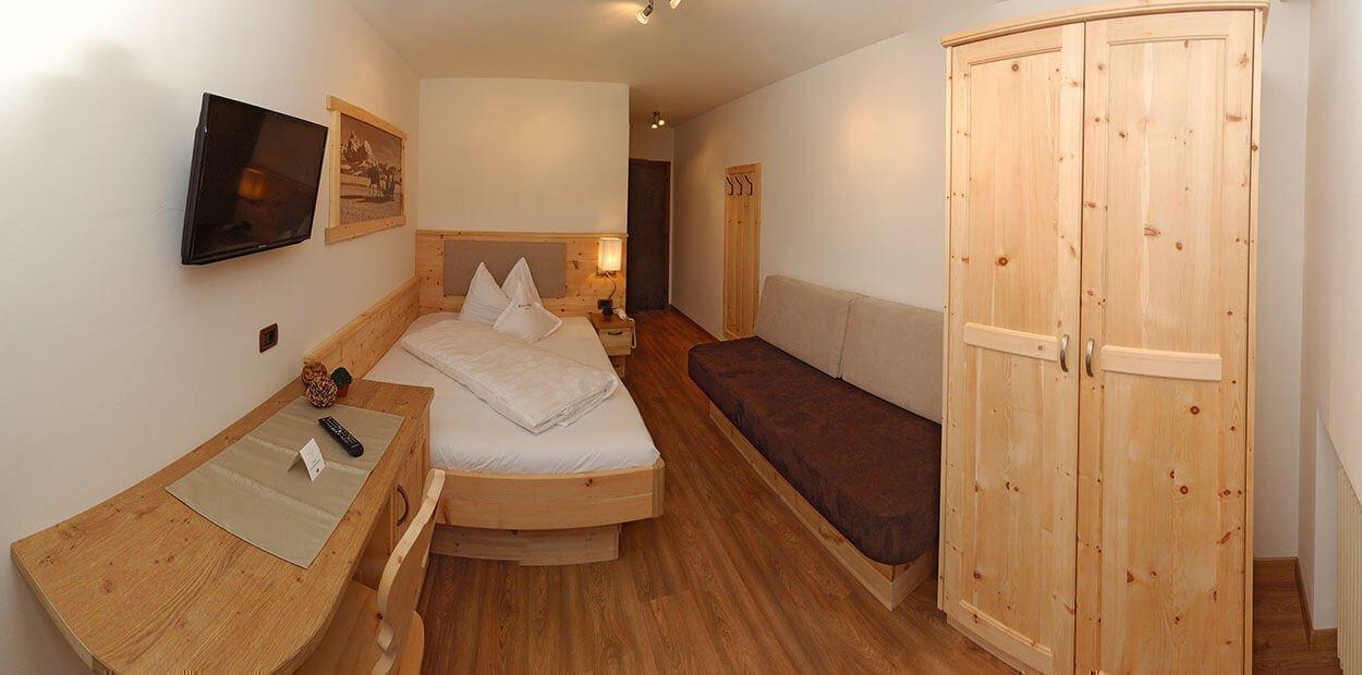 hotel-garni-savoy-kastelruth-einzelzimmer-zirbe-4