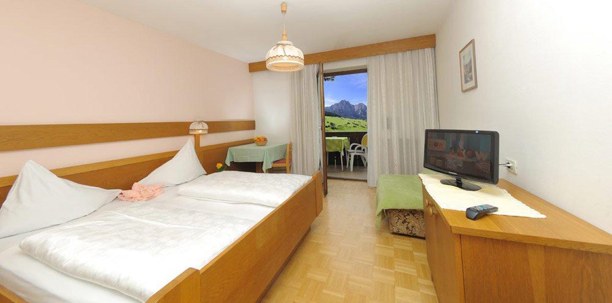 hotel-garni-savoy-kastelruth-standardzimmer-1