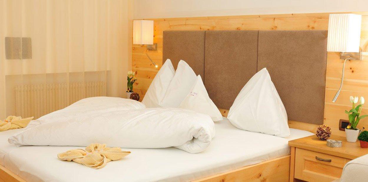 hotel-garni-savoy-kastelruth-zirbenzimmer-1