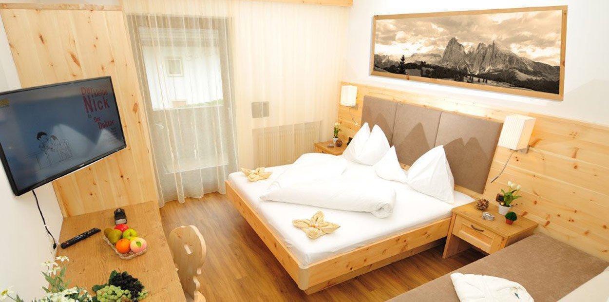 hotel-garni-savoy-kastelruth-zirbenzimmer-8
